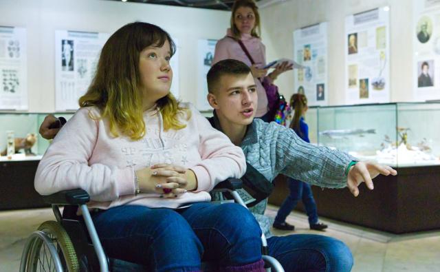 """Волонтёр Сергей и Соня из """"Подросткового клуба"""""""