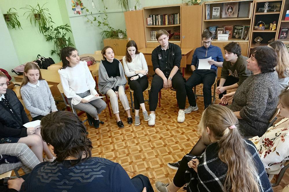 Первое занятие с волонтёрами в школе №1103