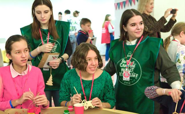 Волонтёры из школы №1103 и их подопечные из проекта «Подростковый клуб»