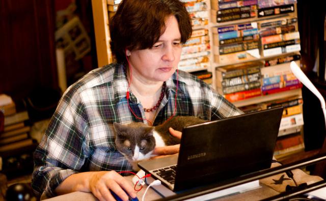 Психолог Юлия Васильева проводит вебинар для волонтёров