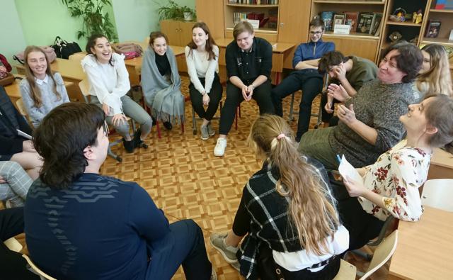 Занятие с волонтёрами в московской школе №1103